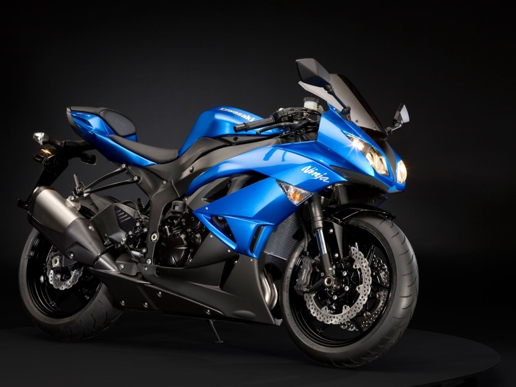 Blue Kawasaki Ninja ZX 6R
