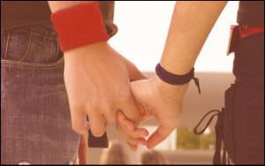 Two Hands Romantic Wallpaper