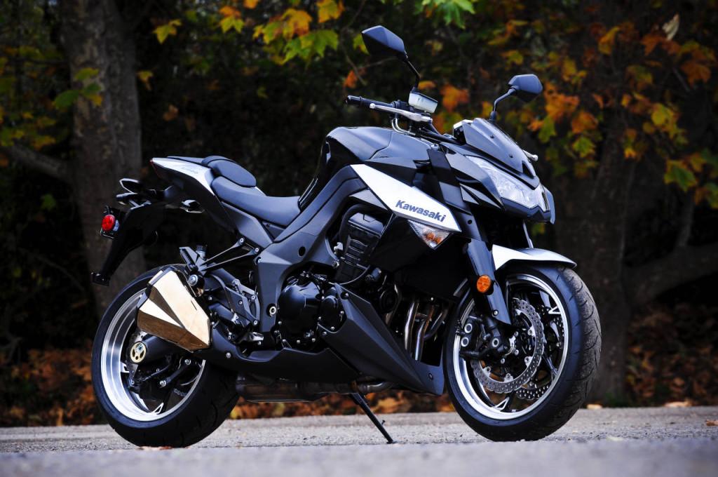 Black Kawasaki Z1000 Wallpaper