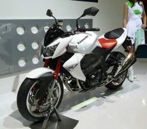 White Kawasaki Z1000 Wallpaper