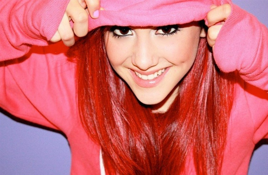 Celebrity Ariana Grande Wallpaper