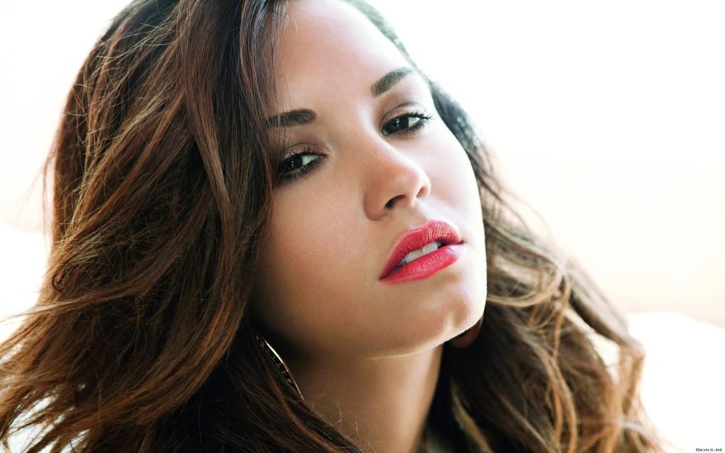 Download Demi Lovato Wallpaper