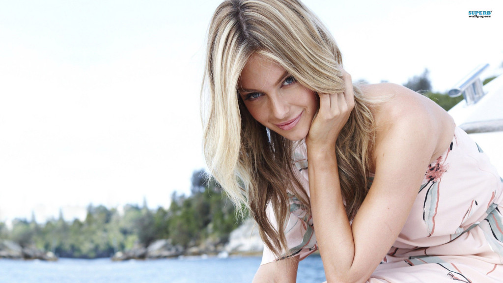 Download Jennifer Hawkins Wallpaper