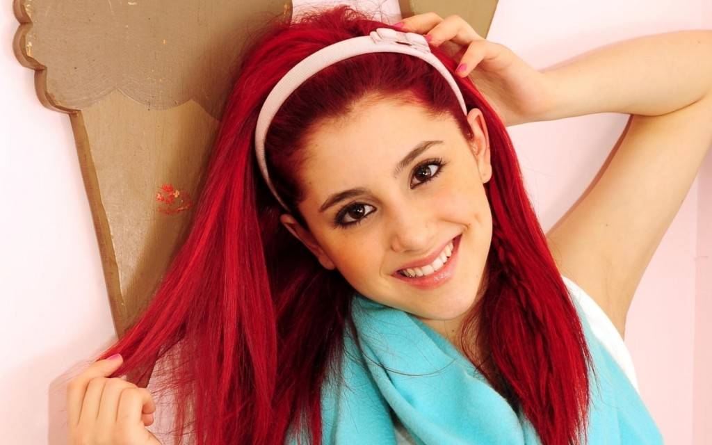 Free Ariana Grande Wallpaper