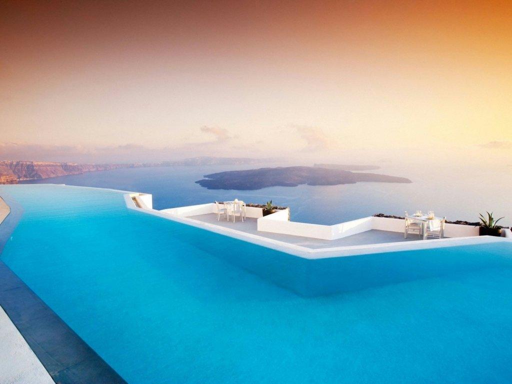 Swimming Pool in Santorini Wallpaper