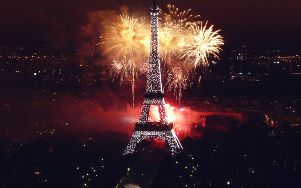 Fireworks at Eiffel Tower Wallpaper